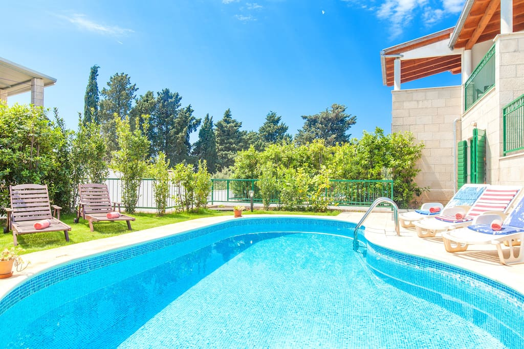 New modern villa Dane, Hvar town, 50 m from the beach, 2 minutes from Hula Hula