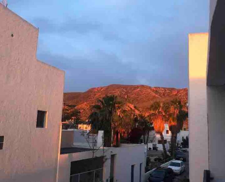 Apartamento con terraza en pueblo de Rodalquilar