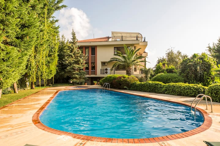 Villa Hakim, City Center, Private Pool! Sea View!!