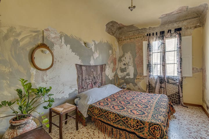 BEAUTIFUL ROOM IN SANTO SPIRITO