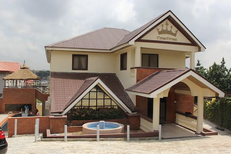 Affordable, safe, and clean rooms @ Crown Cottage - Ikeja - โรงแรมบูทีค