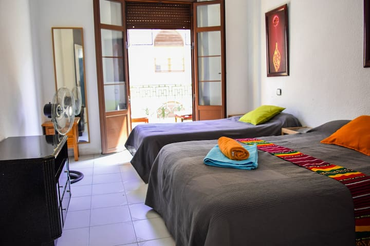 """FLASH DoubleBedroom CENTER Alamos 1km BEACH +Wifi"