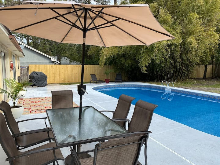 Gulf Breeze Home with Pool