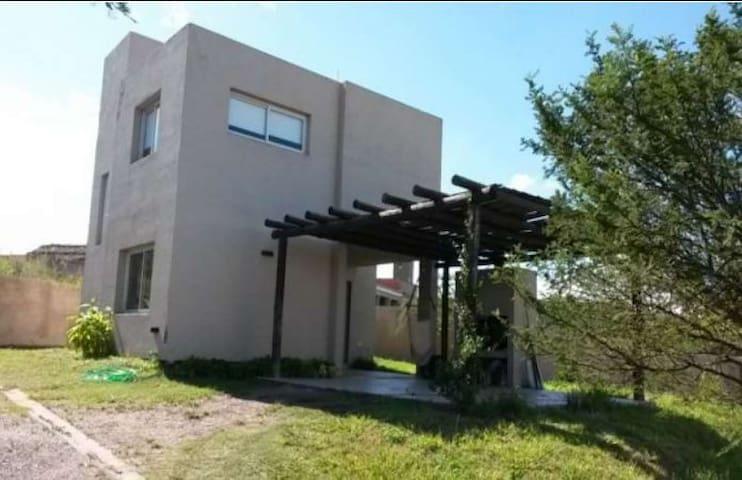 Moderno dúplex Housing Mendiolaza Golf(v. allende)