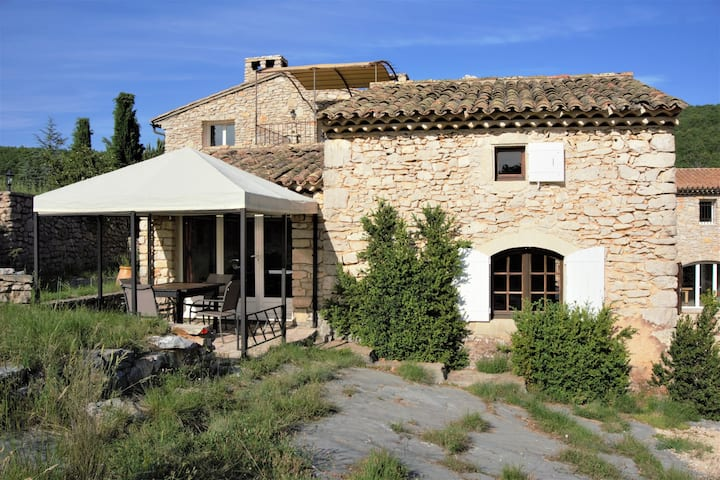 Provence gîte 3*,  tennis, piscine chauffée, spa
