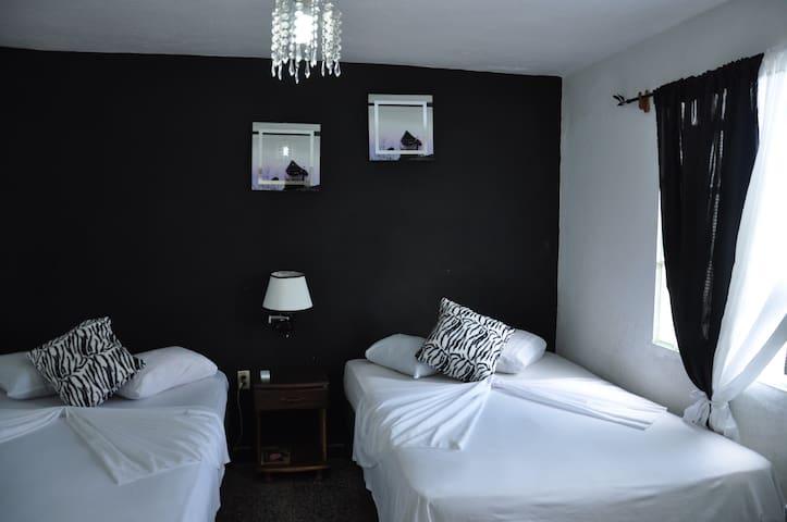 Villa Lisy A/C Private Room - Viñales - Appartement