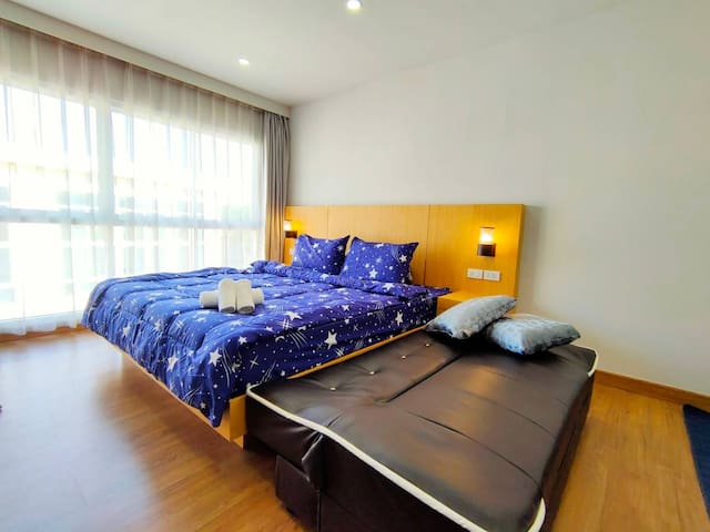 Private & Quiet room near Airport and Town