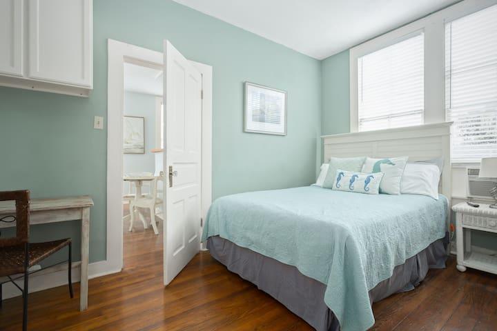 Victorian I | Guesthouse | Med Center | East End