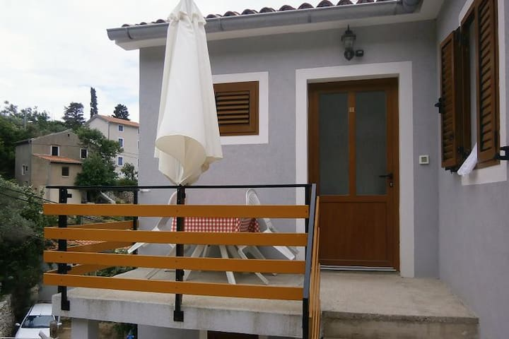 Two bedroom apartment with terrace Valun, Cres (A-8081-a)