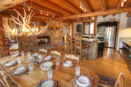 Best location in Telluride?  4 bedroom 6,500 sqft log ski-in/out home. - mountain village - Dom