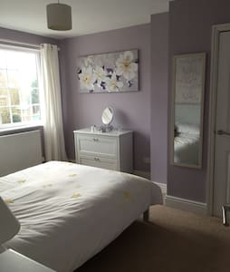 Clean and cosy bedroom in Frampton - Frampton Cotterell - Rumah