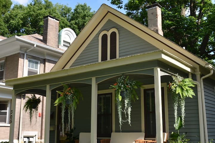 Charming Cottage on Historic Franklin Square