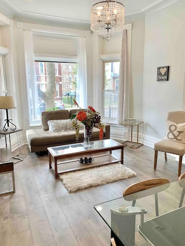 CENTRAL 3bdr near United Center w FREE  parking