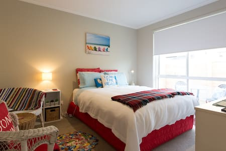 'SEASIDE MEMORIES' with ENSUITE! - Queenstown - Rumah