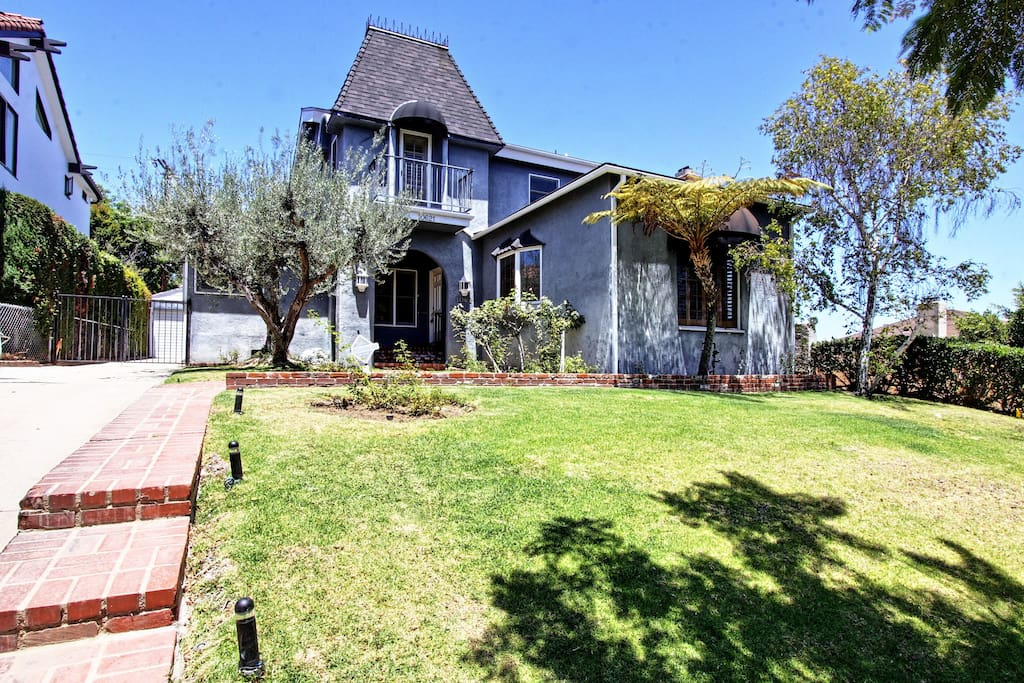 Westwood 2 story charmer houses for rent in los angeles for Houses for lease in los angeles