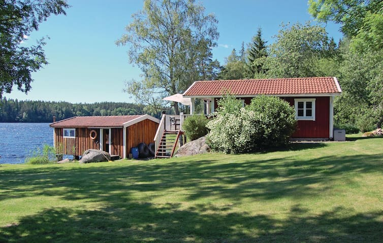 Holiday cottage with 3 bedrooms on 120 m² in Boxholm