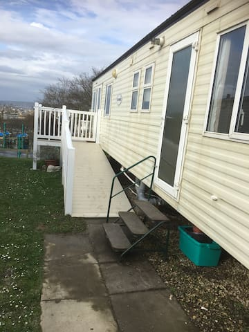 COSY CARAVAN BY THE SEA AT BORTH - Borth - Hus
