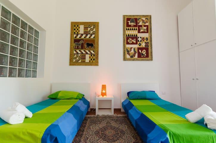 The bedroom with 2+1 single beds. VILLA DEL FILOSOFO -  SUNTRIPSICILY COM