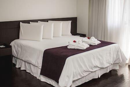 Apartamento completo em hotel San Diego.