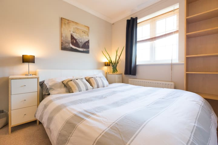 Double room with a kingsize bed. - Oxford - Casa