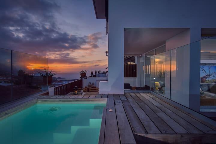 Private: pool, terrace, garden, BBQ & lounge area, concierge, wifi [C]