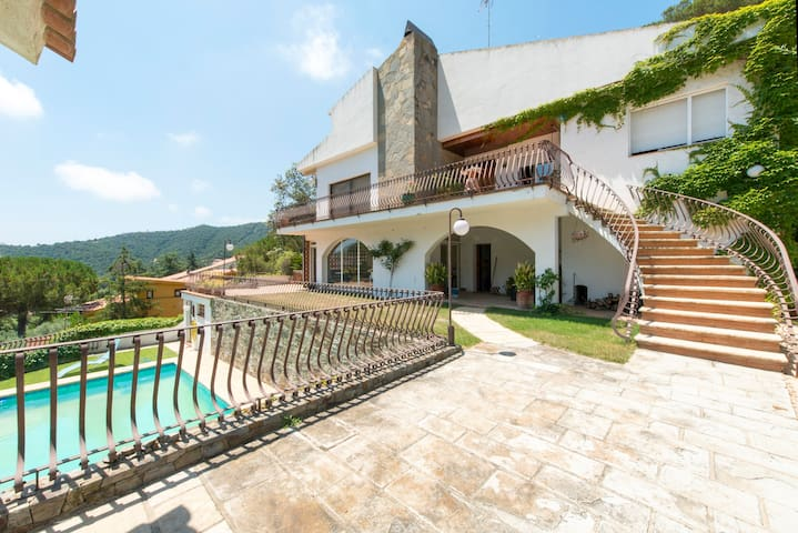 A home within a house with sea view ville in affitto a for Ville in affitto a barcellona