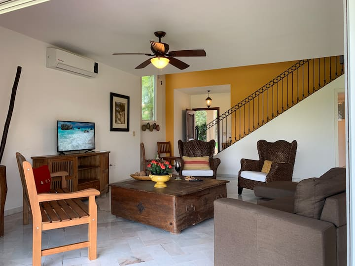 3Bed/2.5Bath Beach Villa For 8