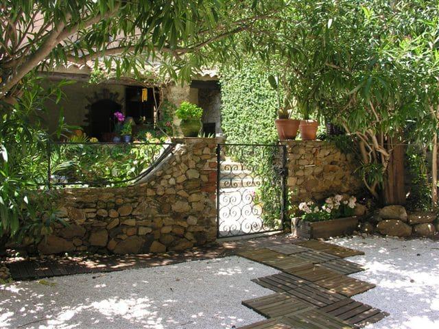 Maison de village classée - Grimaud