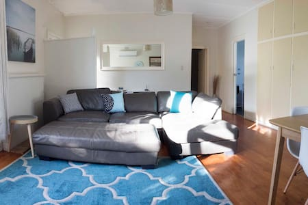 One street from the beach! - Victor Harbor - Casa