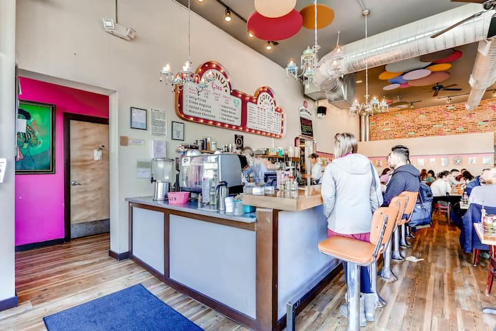Cute cafes within walking distance