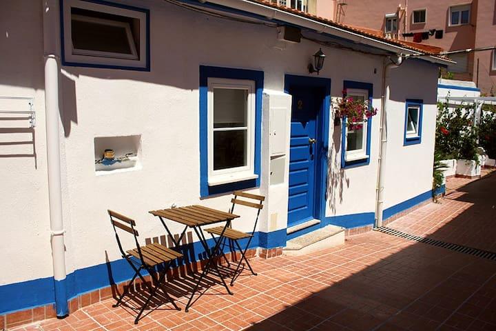 Lisbon Charming Sunny Studio & Terrace 4
