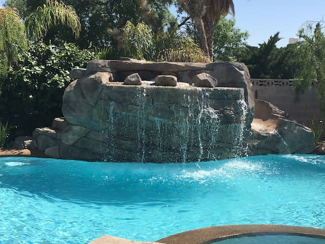 Amazing Resort Pool - All for You! - Boulder City - Hus