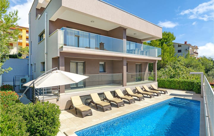 Amazing home in Rabac with WiFi and 4 Bedrooms
