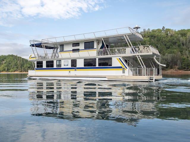 Shasta Marina at Packers Bay's Constellation Houseboat on Shasta Lake.