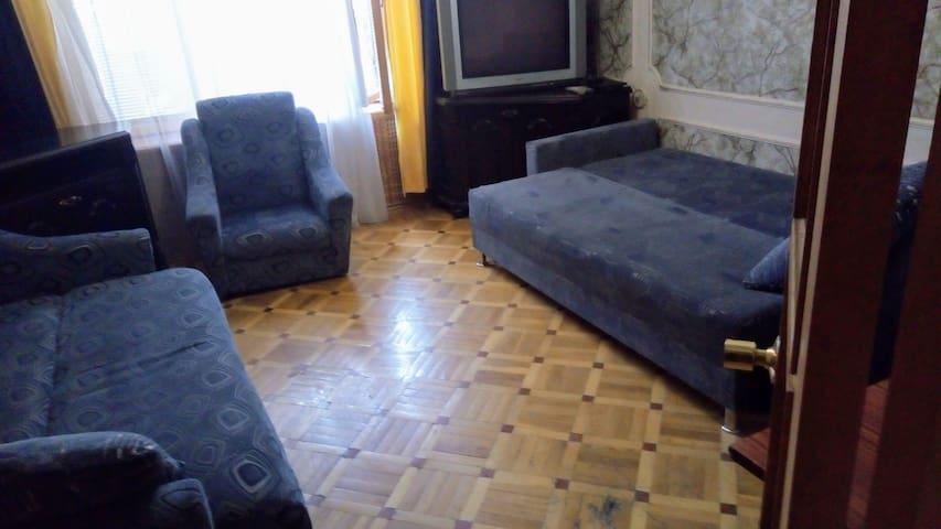 Уютная двухуровневая кв ,мебель ручной работы