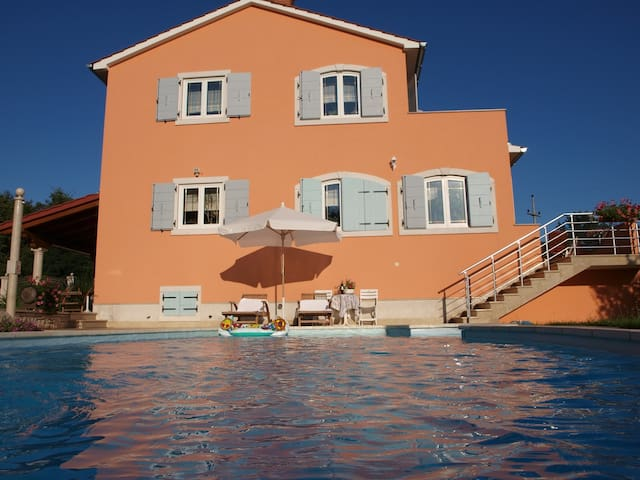Apartment A4 Villa Brig - for 4 persons, pool, countryside, nice balcony view