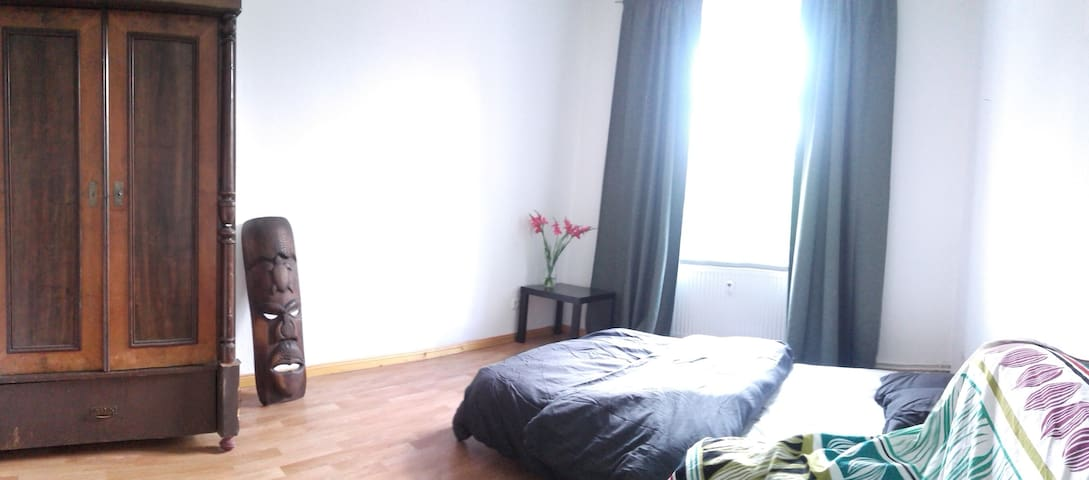 Sunny  Room with seperat exit - Berlijn - Appartement