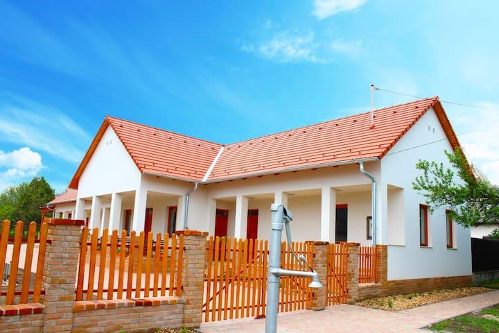 Kun Pista Vendégház - Vértesboglár - House