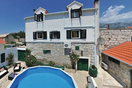 3 Bedrooms Home in Naklice - Naklice