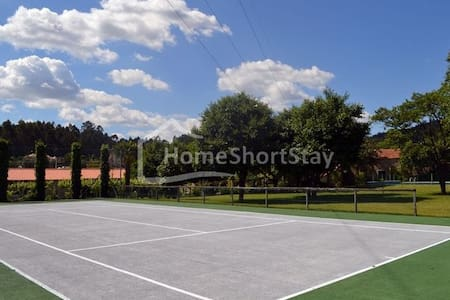Casa de férias em complexo com piscina e tenis - Townhouse