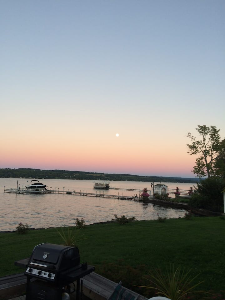 WFH Paradise/Skaneateles Luxury Lakeside Home