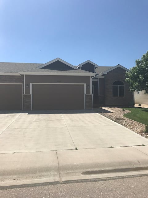 Cozy downstairs close to I-25 and Ft Collins