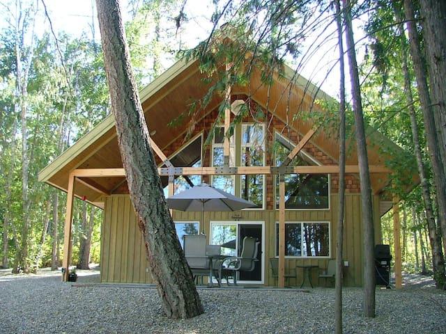 Shuswap Lakeshore Cabin Rental