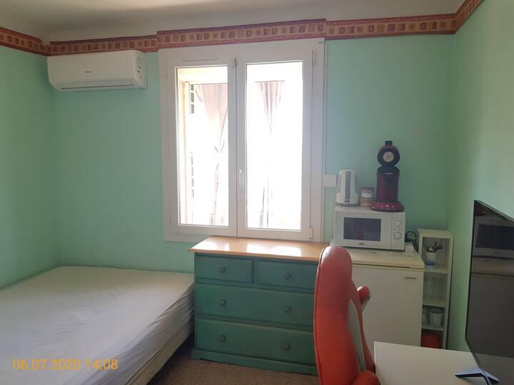 Chambre individuelle dans un appartement partagé
