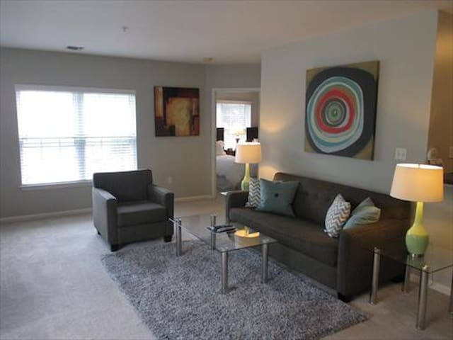 Lux Westwood 2 Bedroom w/pool, gym & Wifi - Westwood - Apartment
