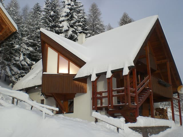 "HOLIDAY APARTMENT ""EAGLE'S NEST"" ON SKY SLOPE"