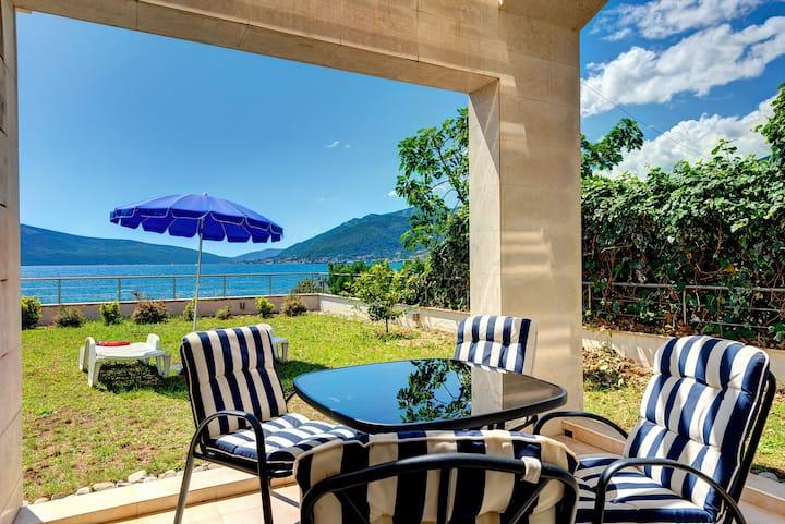 New sunny apartment near beach