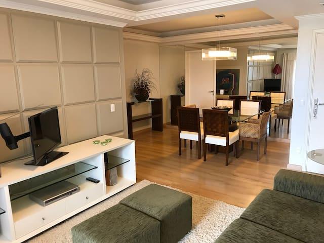 Apartamento amplo, mobiliado e decorado!