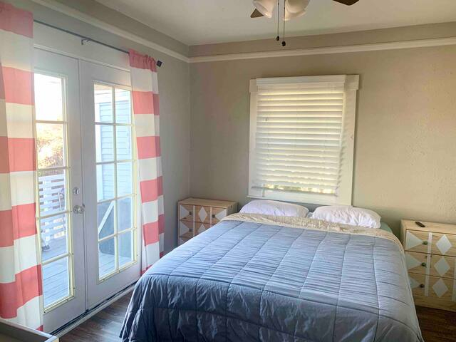 Private bedroom in conveniently located house