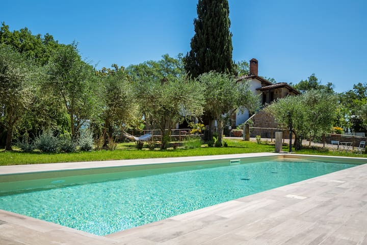 Private house for family, with pool, A/C & Wi-Fi!